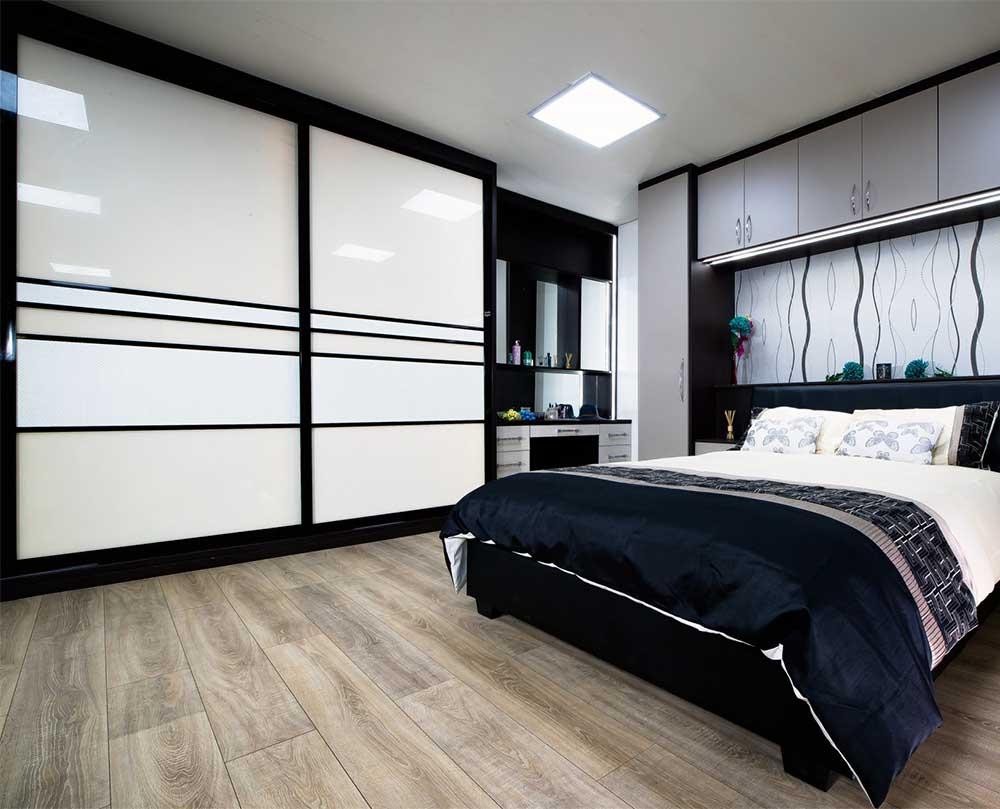 Шкаф-купе в спальню белый