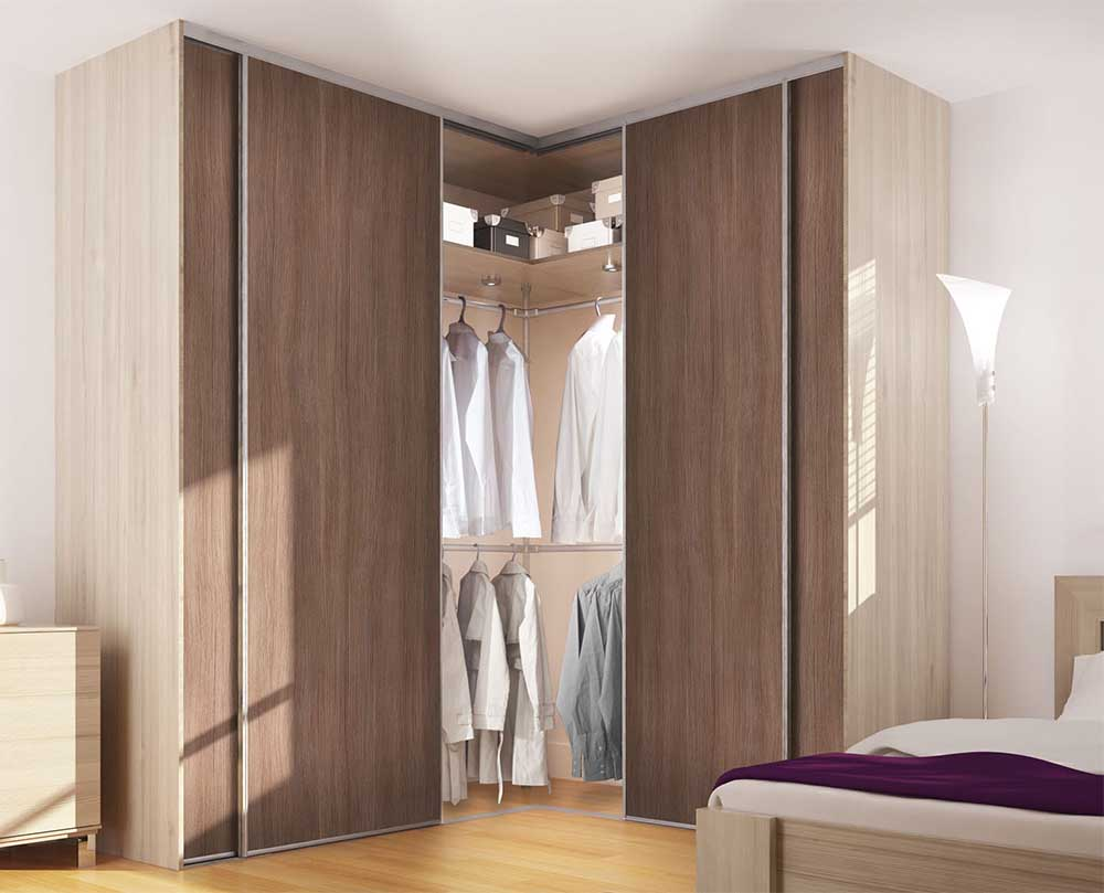 Угловой шкаф-купе в спальню отдельностоящий